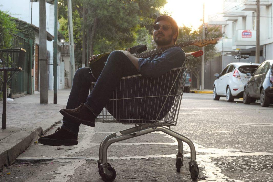 """Martes nebuloso"", la nueva balada psicodélica de Mariano Boratti"